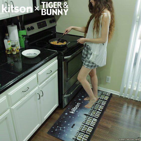 プレミアムバンダイ新着!kitson × TIGER & BUNNY ラグマット ※オリジナルハンカチ付き 新作グッズ予約速報